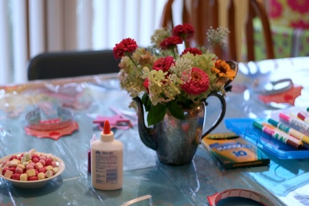 flowers_on_table