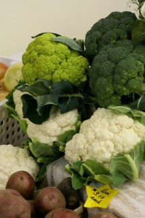 cauliflower_broccoli_at_market