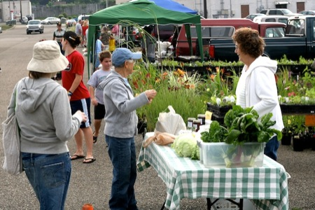buying_at_the_farmers_market