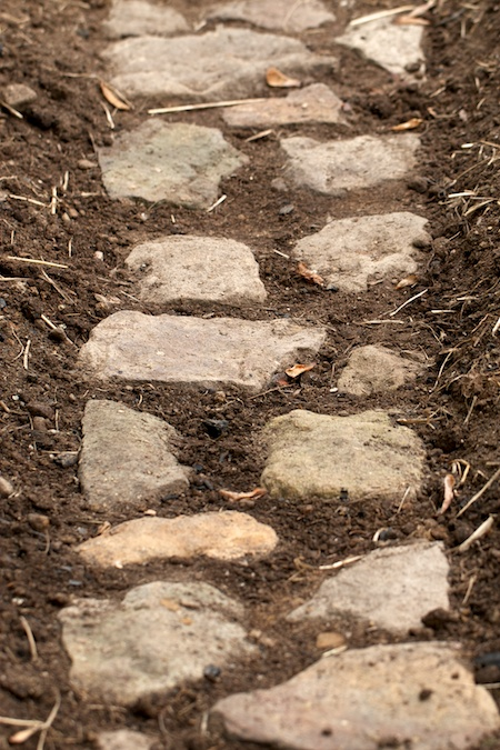 building_rock_pathways_in_the_garden 1