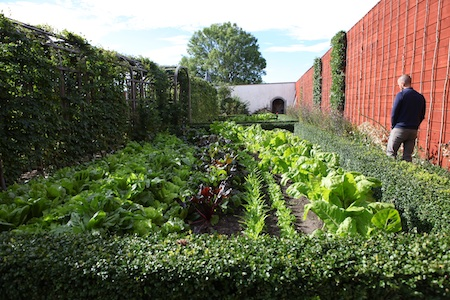lacko-slatt-walled-lower-garden-9
