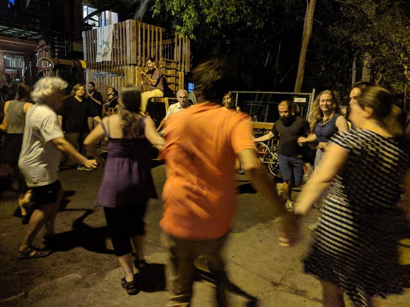 Bal de ruelles : Et si la transition écologique était une grande fête ?