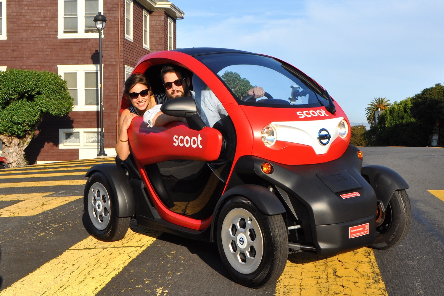 Nissan Tries Car Sharing With Tiny Electric Vehicles