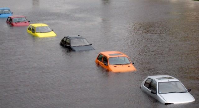 「Submerged car free image」の画像検索結果