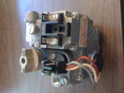 Old 1975 house gas furnace, gas valve RobertShaw Unitrol 7000