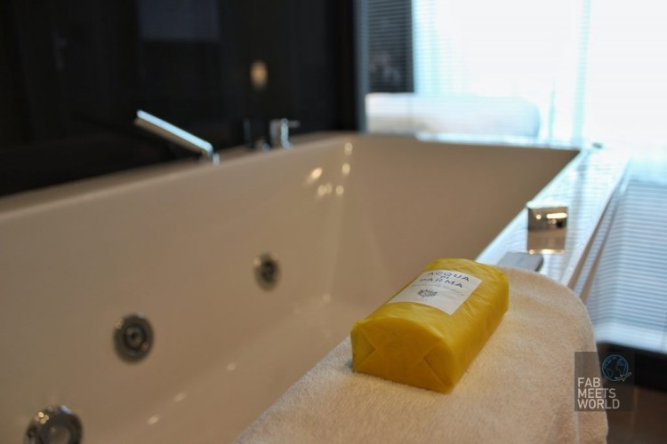 Intercontinental Malta Hotel Highline Suite bathtub