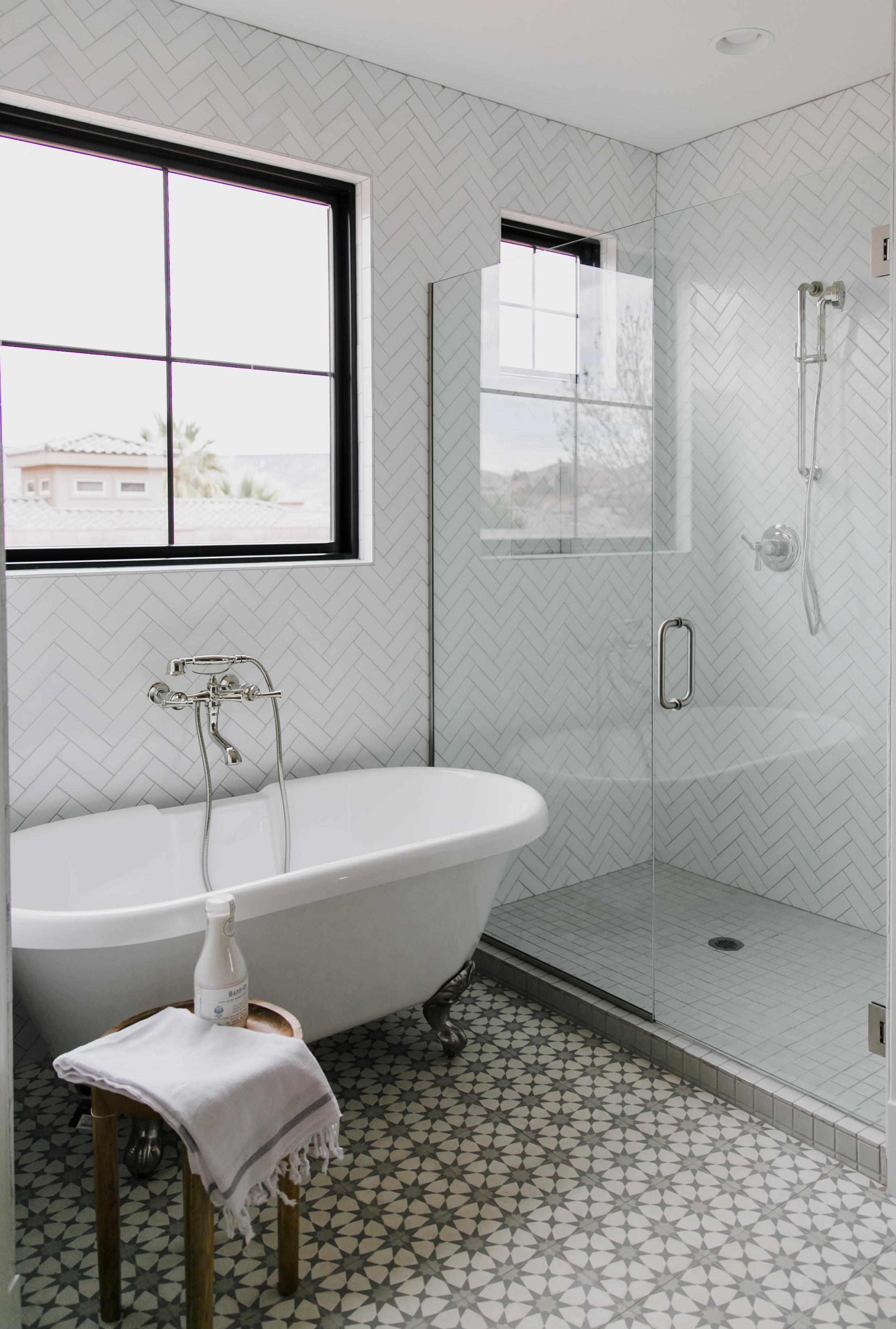 3 timeless white bathroom tile trends
