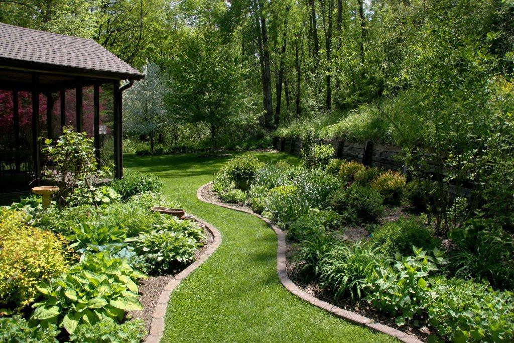 Beth's garden in Iowa, Day 2-Bird Garden, Big Garden ... on Large Backyard Design id=86744