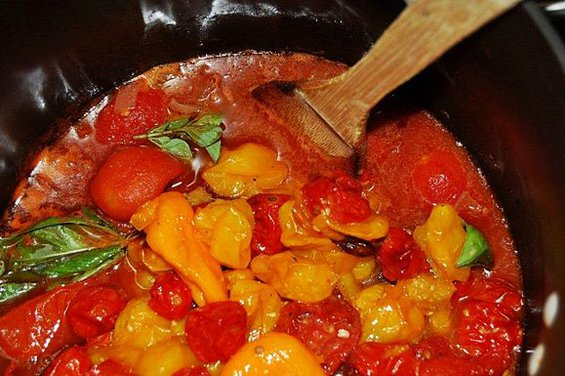 Summer Roasted Tomatoes and Peppers Soup