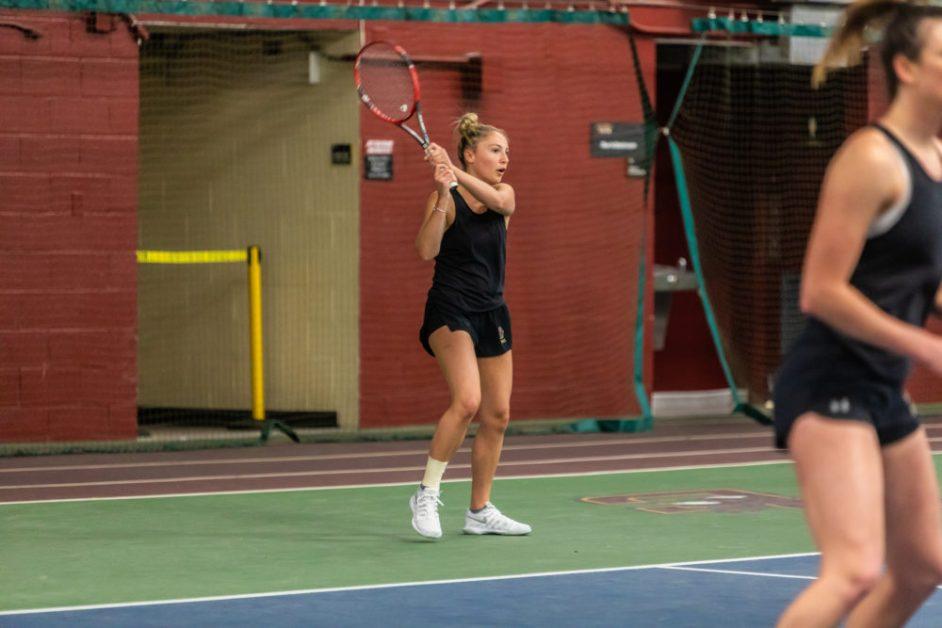Women's Tennis Rallies in Singles Play to Top Houston