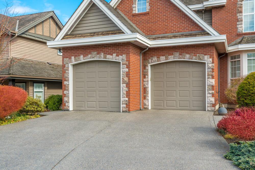 60 Residential Garage Door Designs (Pictures) on Garage Door Color Ideas  id=74340