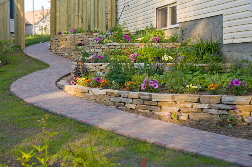 50 Backyard Retaining Wall Ideas and Terraced Gardens (Photos) on Terraced House Backyard Ideas id=31402