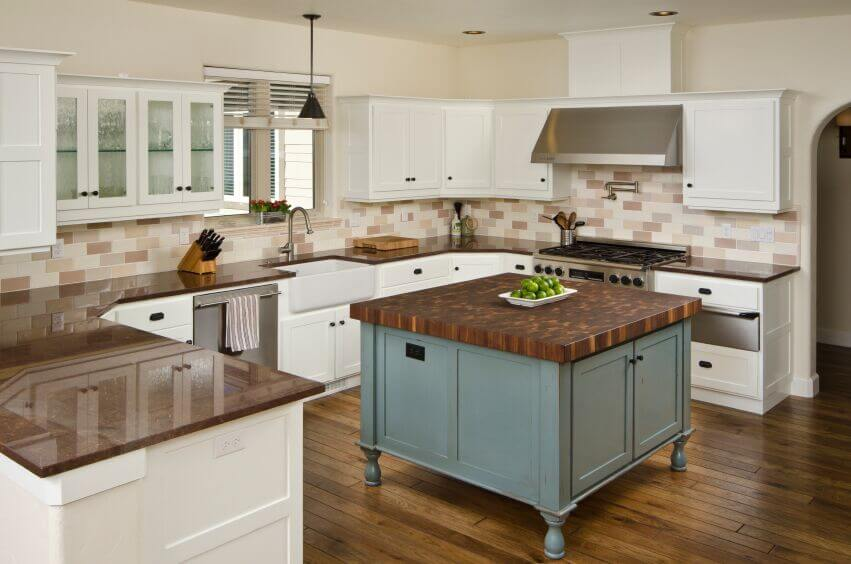 36 Inspiring Kitchens with White Cabinets and Dark Granite ... on Black Granite Countertops With Brown Cabinets  id=33652