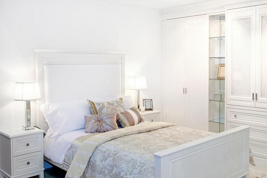28 Beautiful Bedrooms With White Furniture (PICTURES