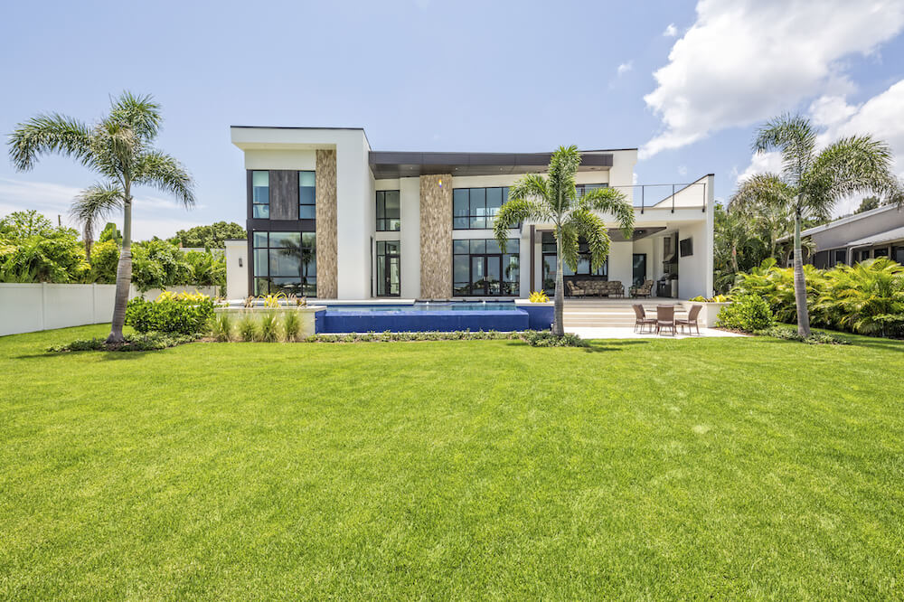 30 Spectacular Backyard Palm Tree Ideas - Home Stratosphere on Palm Tree Backyard Ideas id=81744