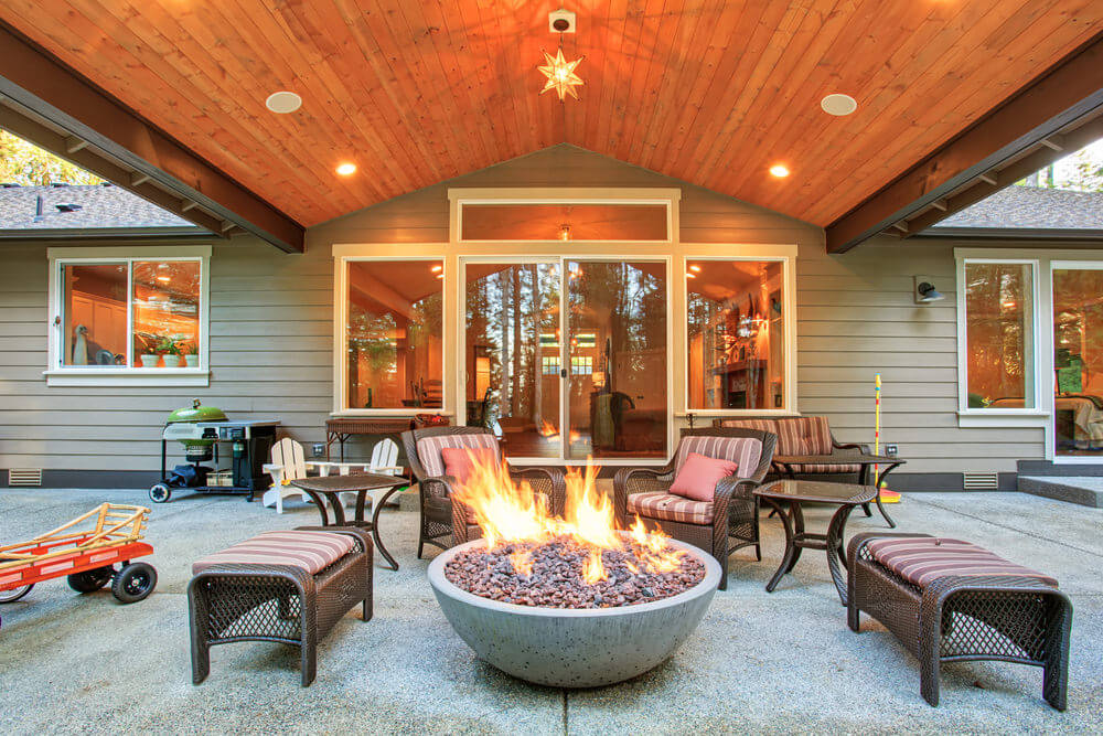 42 Backyard and Patio Fire Pit Ideas on Backyard Patio Designs With Fire Pit  id=40170