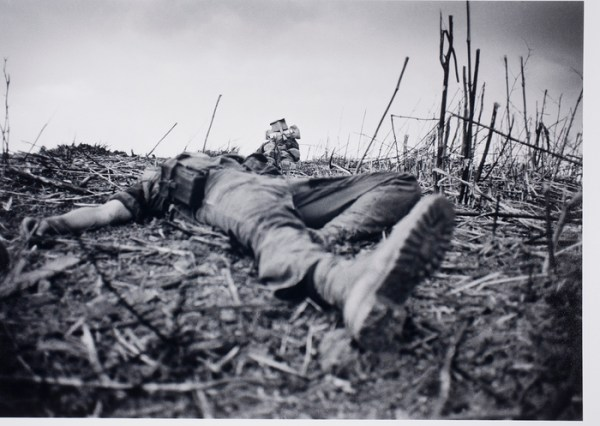 [American soldiers laying dead, Vietnam] | International ...