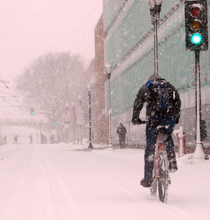 urban-biking-in-snow
