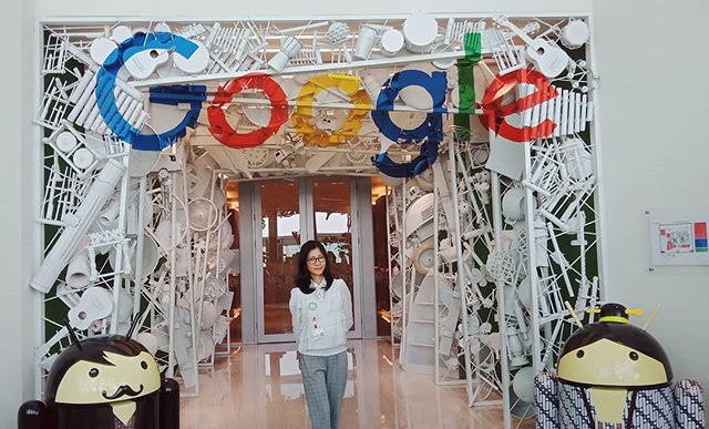 Google Hallway In White Objects