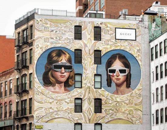 E a arte de rua da Gucci é bem neoclássica e renascentista, viu? No painel em NY, os óculos da marca são o destaque!