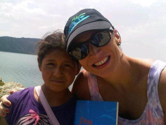 Con Anayeli en 2013... le llevé su libro Días Azules...