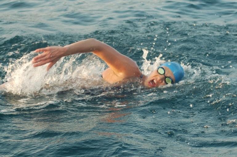 Mariel Hawley Nadando