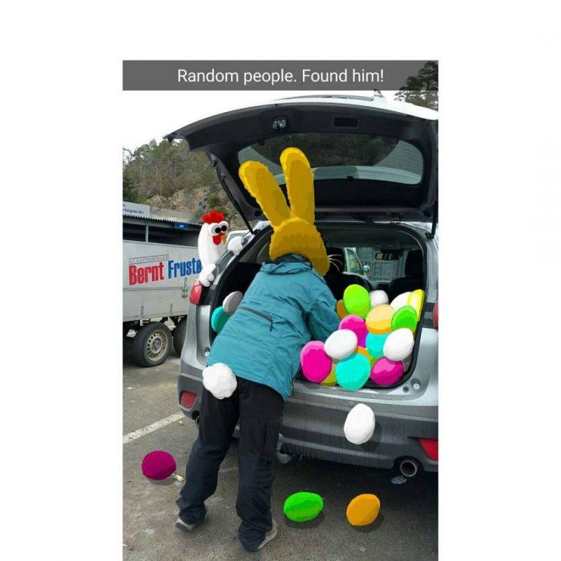 graciosas animaciones de snapchat gallina y conejo de pascuas en carro