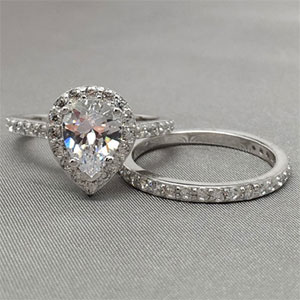 Halo Pear Shape Wedding Ring Set