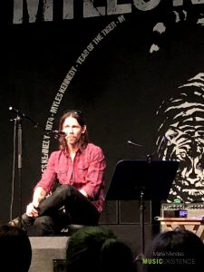 Show reviewthe meet greet experience myles kennedy at stylus in working and does not seem to be affect by the fact many people just got in the room as soon as it happens he greets everyone and continues working in m4hsunfo