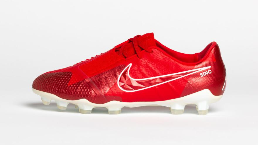 Nikenews featuredfootwear nikephantomvnmchristinesinclair 1 hd 1600