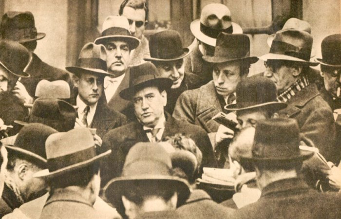 Edouard Daladier and reporters - No facists, but that 40 hour week was looking distant.