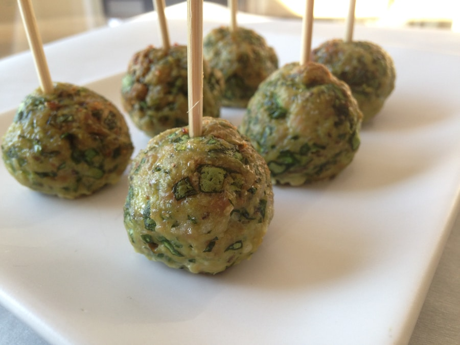 Ground Turkey Meatballs With Spinach and Parmesan | onecleverchef.com. Ground turkey, spinach, garlic, parmesan, Italian breadcrumbs, egg, oregano, Yum!