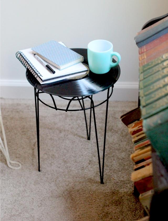 DIY record side table via oreeko.com