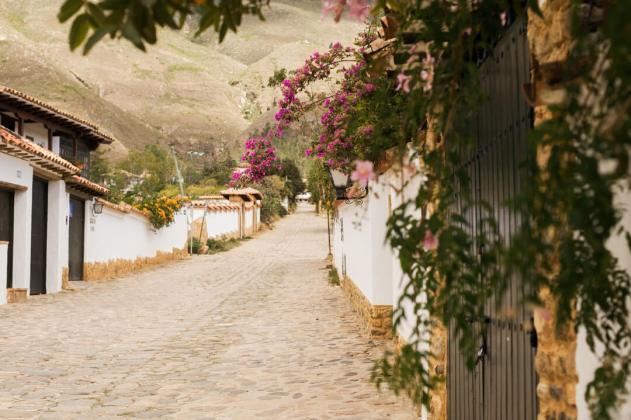 alley in villa de leyva colombia