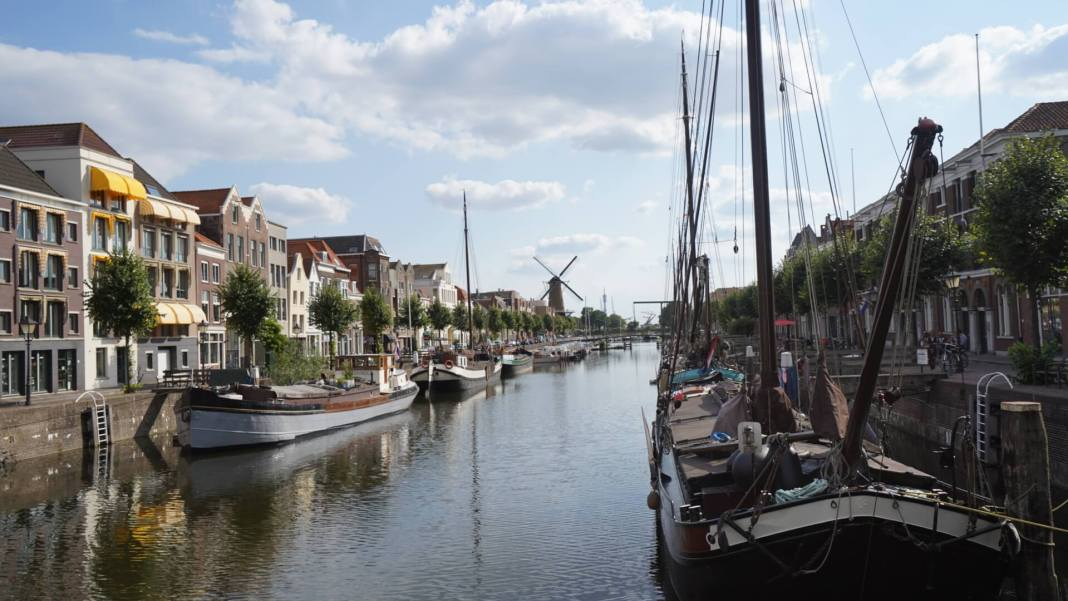 boats in rotterdam canal