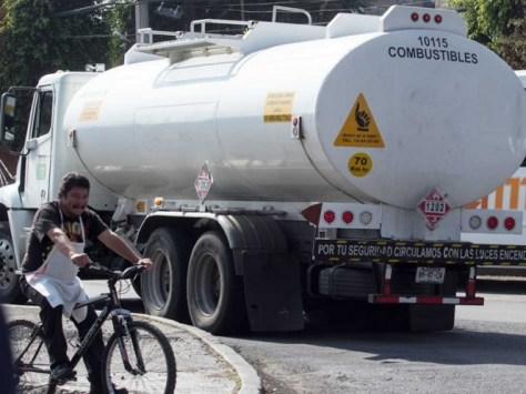 Resultado de imagen para Ante desabasto de gasolina, Bárcena pide abordar tema de movilidad