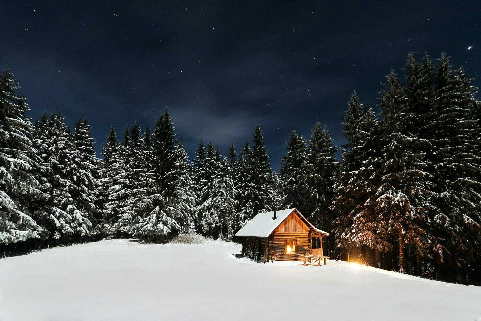 picture of house in snowy forrest
