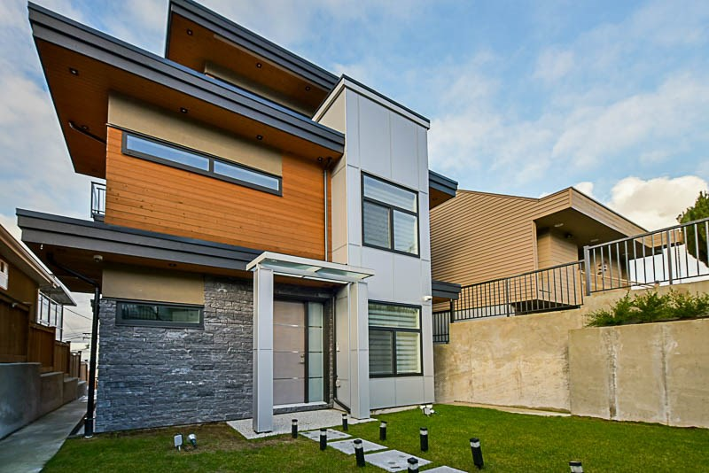 Spectacular North Burnaby luxury home with 4 story. This 4 bedroom 5 bathroom home include a designer kitchen high end Jennair appliances, Wok kitchen & sparkling quartz counter tops and all this opening to generous family room. Upper floor has 3 bedrooms, with a master bedroom that will leave you breathless. Master bedroom includes a private gas fireplace,a posh walk-in closet, a lavish 5 piece en-suite with stand alone tub & private deck showcasing amazing views to City Skyline. Stunning views from the upper 4th floor lounge area with en-suite & private deck for additional outdoor entertaining which also includes an outdoor BBQ! This unique home exudes elegance & exquisite designs, it truly is a must-see!