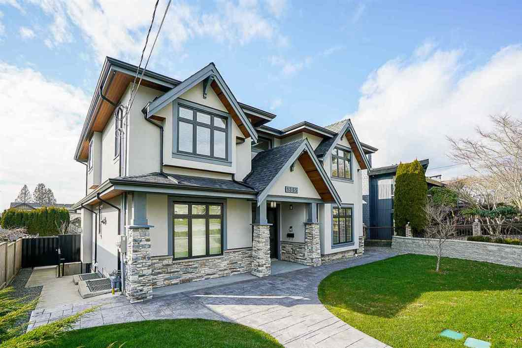 ELEGANT AND SOLID CUSTOM HOME BUILT in desirable quiet Sherlock Avenue on a beautiful 60' frontage x 122' depth 7,320 sf lot. This beautiful home offers excellent quality in details finishing 4,350 sf with 7-bed, 8-bath with all ensuites on all levels including legal 2-bed & full kitchen in basement with a totally separated entrance. Welcoming foyer w/ high ceiling, hard wood stairs, living room, dining room, gourmet kitchen, extra large quartz/granite counter top, radiant floor heat, A/C, HRV, home smar sec sys, fence yard, automated gate. 2-5-10 National New Home Warranty. Close to Kensington Square, Burnaby North Secondary School and SFU, MUST SEE AND YOU WILL LOVE IT!