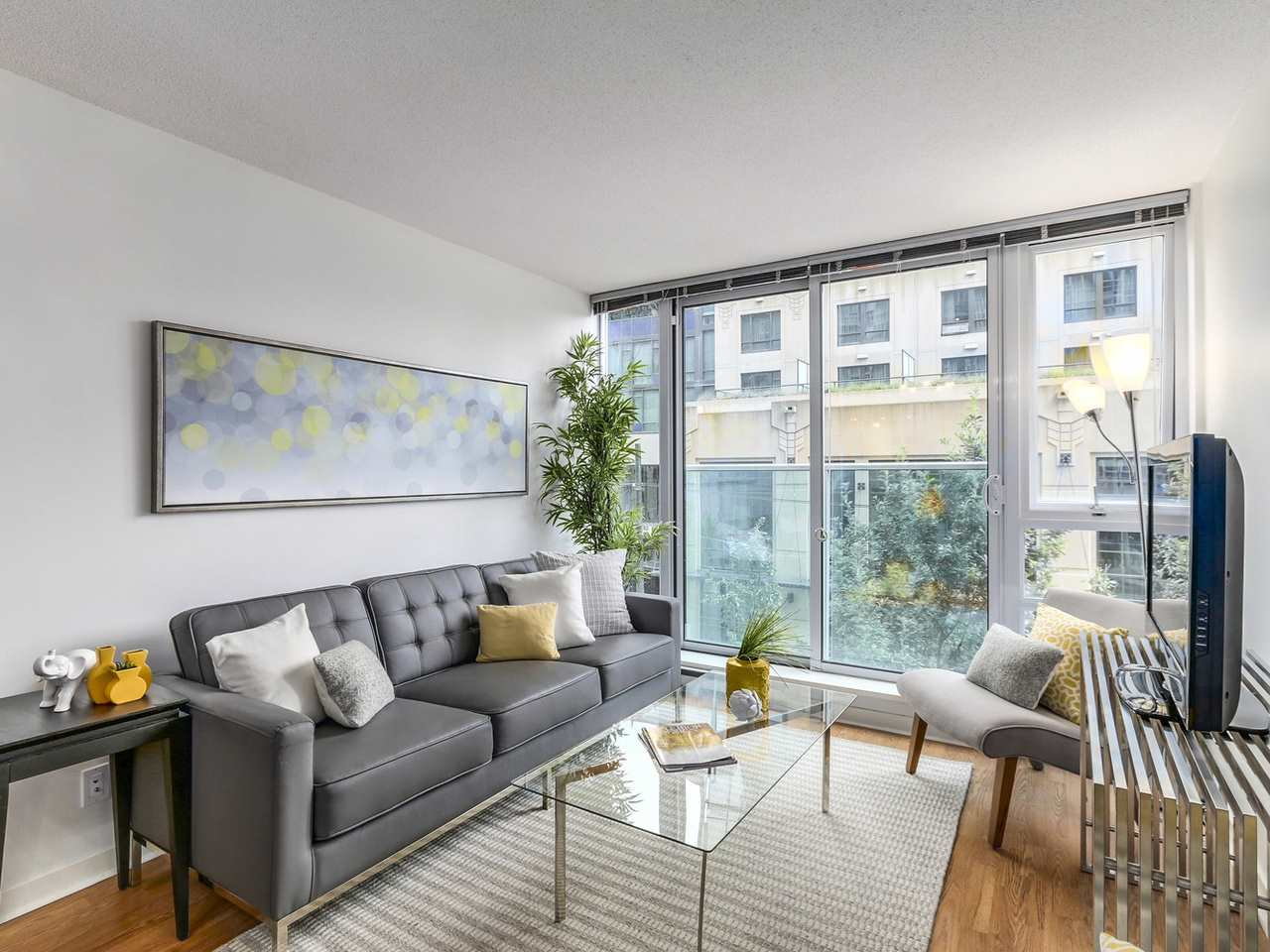 ATTENTION INVESTORS & HOME BUYERS! 2 bedrooms + 2 baths + den unit with upgraded high-quality laminate flooring, granite counters, stainless steel appliances package and a soaker tub along with en-suite w/d ensure ultimate comfort. Located in the heart of Downtown, walk to shops, restaurants, cafes, library, SkyTrain, bus stops. Low maintenance fee includes sauna, steam room, hot tub, exercise/weight/yoga room, theater room, party/game room, meeting room & 24 hrs concierge. Very easy to rent (rest: min 6 months) Open House Sat July 16th and Sun July 17th from 2pm-4pm.