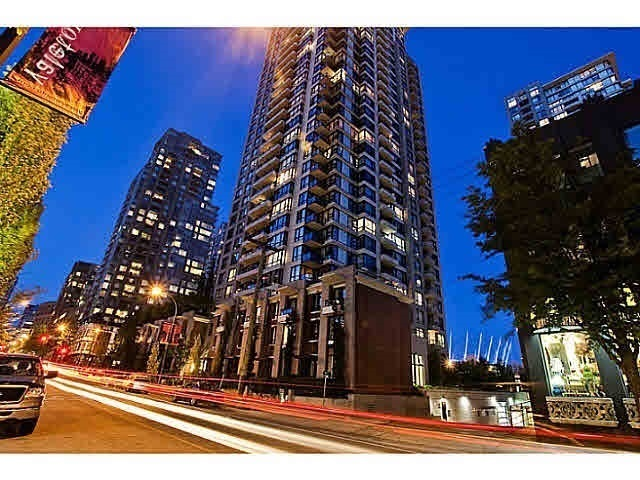 On the 25th floor of Yaletown Park. This one bedroom plus den unit features great security, full concierge, VIEWS of the North Shore, new engineered wood floorings, large patio, open kitchen with stone counters, bright spacious open floor plan, insuite laundry, 1 parking & 1 storage locker. Right in the heart of Yaletown and downtown. Scroll along the seawall to English Bay, marina, Yaletown chic restaurants and shops, Canada Line-skytrain station. Building has great amenities such as guest suite, gym, bike storage.