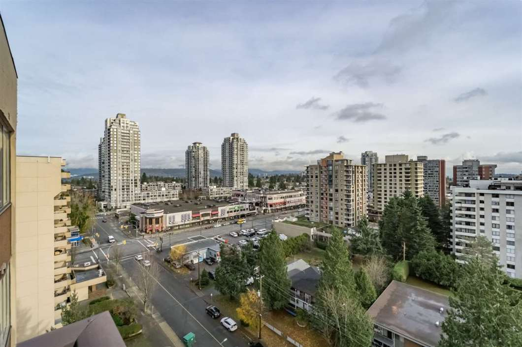 Amazing views of the Mount Baker, Fraser River, and City from this Top Floor penthouse 2 bdrm unit in the highly desirable Highgate neighborhood. Functional layout with a huge master bedroom and lots of upgrades. Walking distance to Edmonds Skytrain, buses, gym, library, Edmonds Community Centre, shops, restaurants and school catchment -Taylor Park Elementary / Byrne Creek High School. Well maintained strata building with new exterior painting and landscaping. Strata maint., includes heat and hot water. Don't miss this one out!