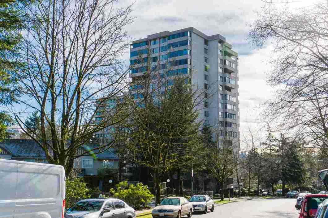 One of the best locations in North Burnaby with walking distance to Brentwood Town Center. This bright and spacious Southeast corner unit with views of the city and mountains.Rarely available 2-bedroom SE-corner unit with a large private patio. Building comes with recreation room, pool table, sauna & outdoor pool. Brentwood Park Elementary School and Burnaby North Secondary School Catchment. A must see! Open House Feb 24 Sat 2-4PM