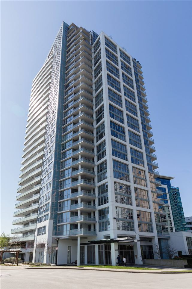 Spectacular Appia built residence at the MOTIF! This spacious modern & open corner unit is adorned with glass featuring a huge warp around balcony show casting the amazing views of the city. The large open entertainment style living area, kitchen & dining area boasts beautiful dark exotic wood flooring. Featuring stainless steel appliances, built in microwave & dishwasher, breakfast bar with quartz counter tops, large windows, luxurious master bedroom with en-suite & double sinks, great amenities, this unit is a must see! Perfect location - Brentwood is going to be home to many new shops and restaurants all within walking distance. Growing community that will only get better!!!