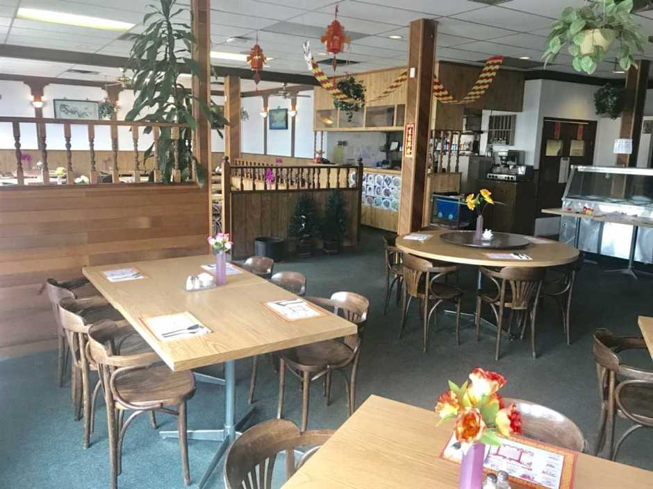 Well established 90 Seat Chinese Restaurant in town center of Aldergrove. Fully equipped commercial kitchen with new hot water tank and sewer lines. Liquor license, & parking lot. 2,500 sf, gross rent $2,600/month. Over 30 years same location with lots of loyal customers. Turn key business.