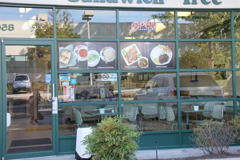 Well-run franchised sandwich & coffee shop located in Burnaby industrial park. Vent-less equipment with 48 seats and 2 washrooms. Many regulars & nice customers, generate good net income. Open 5 days a week (7:00am to 3:00pm). Option to operate dinner hour. Please Touchbase or call for private showing.