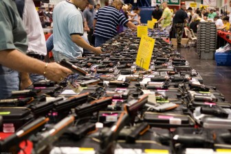 A gun show in Houston, TX. Wikicommons.