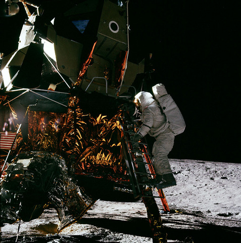 The First Moon Landing timeline | Timetoast timelines