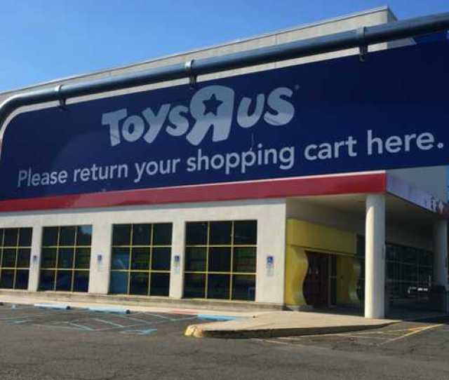 Shoppers Head To Toys R Us For One Last Trip Down Its Aisles