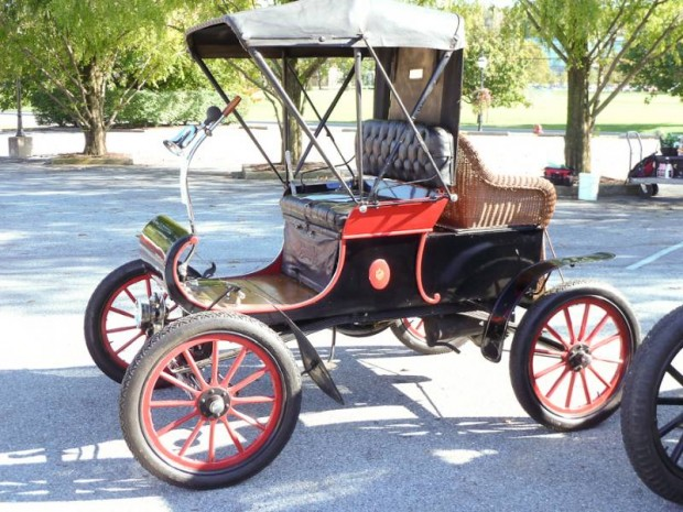 1903 Oldsmobile Model R Curved-Dash Runabout